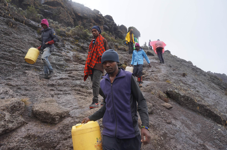 12_Kilimandscharo_Karanga_Valley (13)