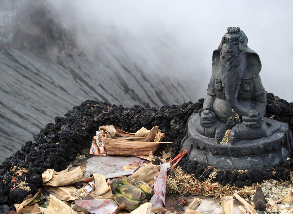 Opfergaben am Mount Bromo