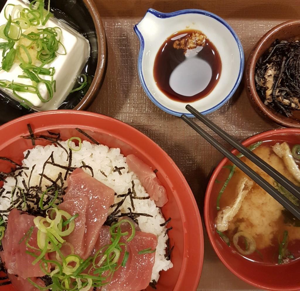 Japanische Küche - Sashimi Bowl