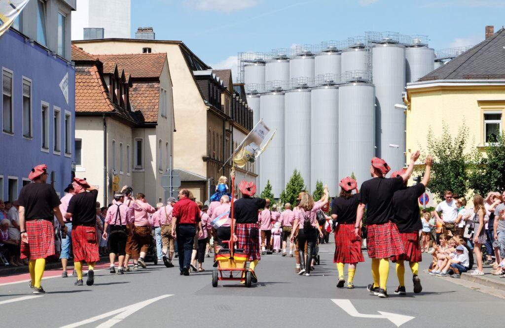 Kulmbach Festzug der Brauerei-Fanclubs