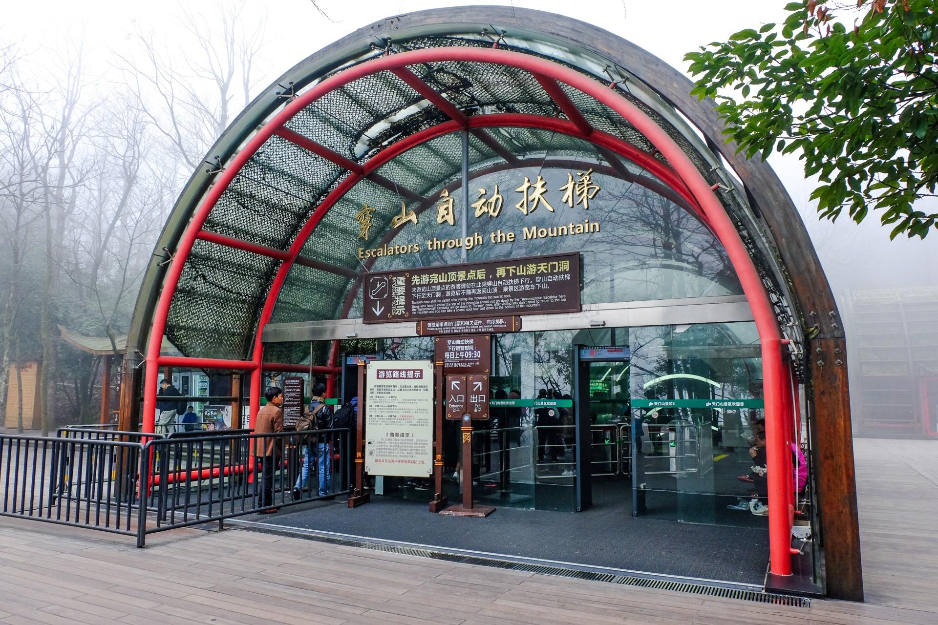 Rollstreppe durch den Tianmen Berg